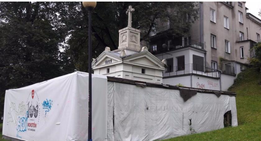 Mauzoleum Szustrów, ponad stuletni zabytek, nie może doczekać się remontu