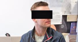 """Poszukiwany """"wnuczek"""" schował się w szafie z ubraniami, bo sądził, że policja jest naiwna"""