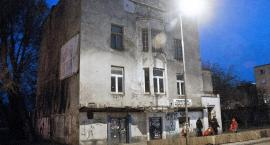 Dom pod Skarabeuszami przy Puławskiej 101 nadal niszczeje, bo właściciel zapomniał o terminach...