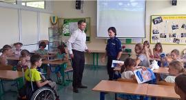 """Co """"kręci"""" mokotowskich policjantów na spotkaniu z dziećmi w ramach akcji """"Lato w mieście""""?"""