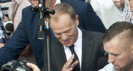 """Donald Tusk stawił się na Rakowiecką 26/30 do Prokuratury Krajowej na """"smoleńskie przesłuchanie"""""""