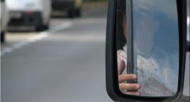 Na skrzyżowaniu ulic Idzikowskiego i Powsińskiej 104-letni kierowca uderzył fiatem w mercedesa