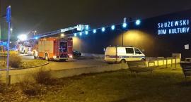 Pożar w Służewskim Domu Kultury. Zapłonął przed godziną pierwszą w nocy z wtorku na środę