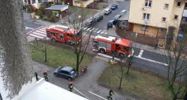 Pożar w mieszkaniu na 5. piętrze przy ul. Sobieskiego 8 ugasiła samodzielnie lokatorka